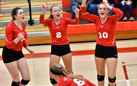 Volleyball defeats Pinconning to become TVC West Champions