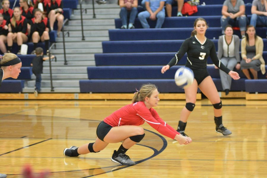 Madeline+Greenup+digs+a+ball+against+Nouvel.