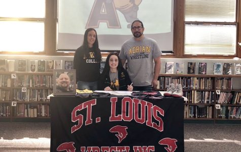 St. Louis athletes sign to continue athletic careers