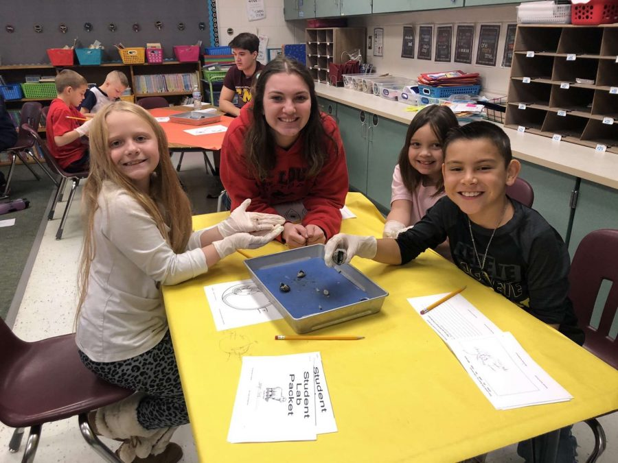 SLHS science students demonstrate dissection for second graders