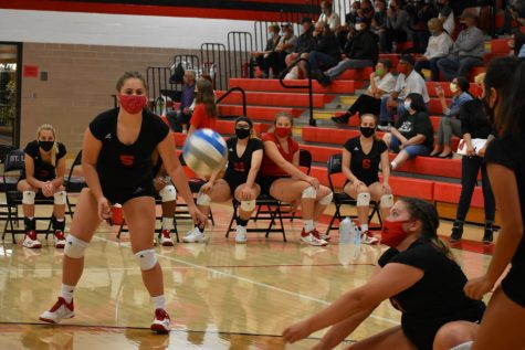 Delainee Zacharko passes the ball.