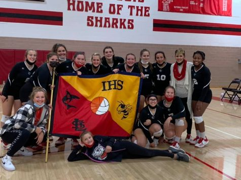 The St. Louis volleyball team beat Ithaca to win back the flag.