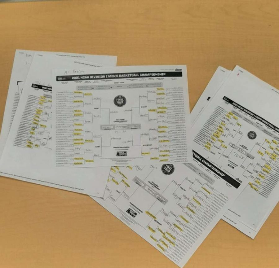 SLHS students make March Madness predictions.