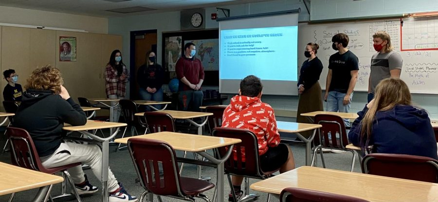 SLHS juniors and seniors share wisdom with middle school students.