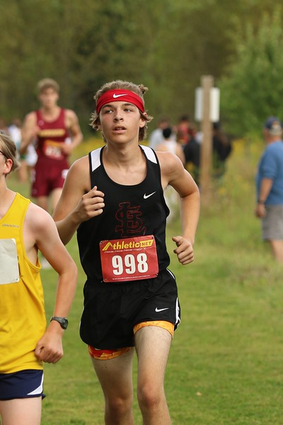 Hunter Salladay, Senior, rounds the bend in his race.