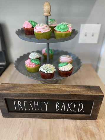 Natalee Hoyts displays her freshly baked cupcakes for her buyers to see.